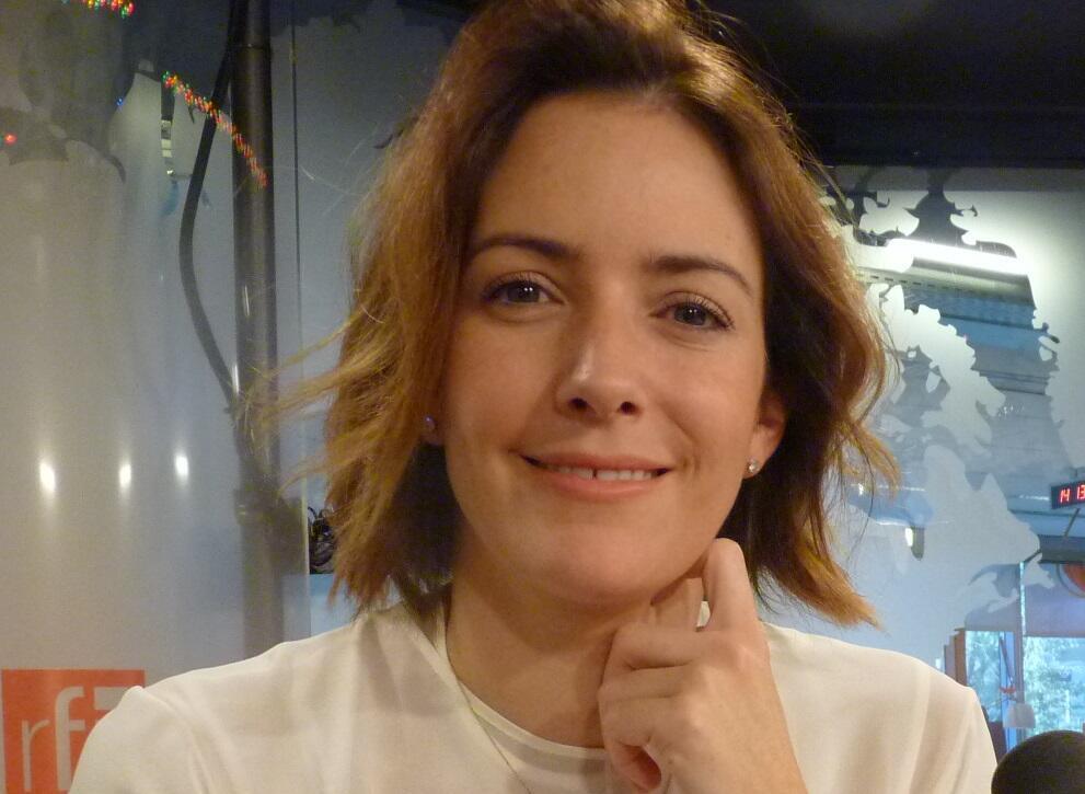 La directora mexicana Alondra de la Parre en los estudios de RFI.