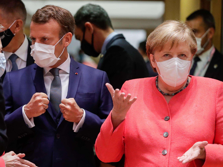 德國總理默克爾和法國總統馬克龍在歐盟峰會推動一項7500億歐元的大規模刺激計畫,以助歐洲疫情後恢復增長2020年7月19日布魯塞爾