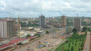 Yaoundé (Cameroun), avenue du 20 mai.