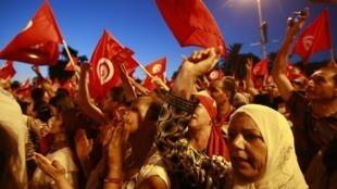 Protestos contra o governo tunisiano islamista na capital, Tunis, em foto do 13 de agosto de 2013.