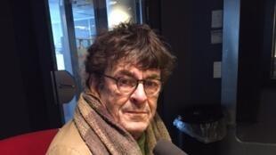 L'écrivain français Jean-Bernard Pouy (en studio à RFI, février 2018).