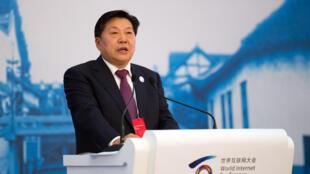 資料圖片:中宣部原副部長、中央網信辦原主任魯煒2014年11月19日在浙江烏鎮中國互聯網大會開幕式上。