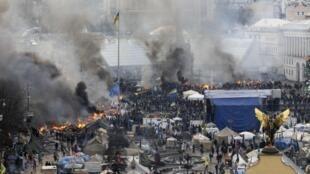 La place de l'Indépendance de Kiev, mercredi 19 février 2014 au matin.