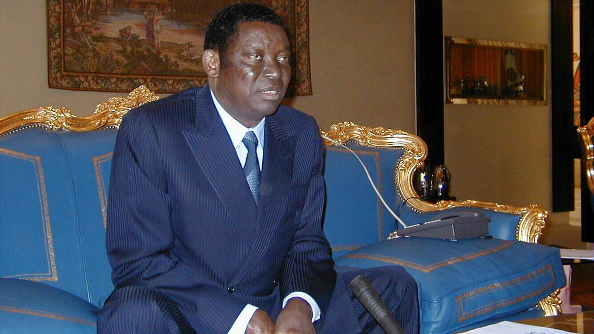 Le président togolais Gnassingbé Eyadéma face aux journalistes, le 19 juillet 1999.