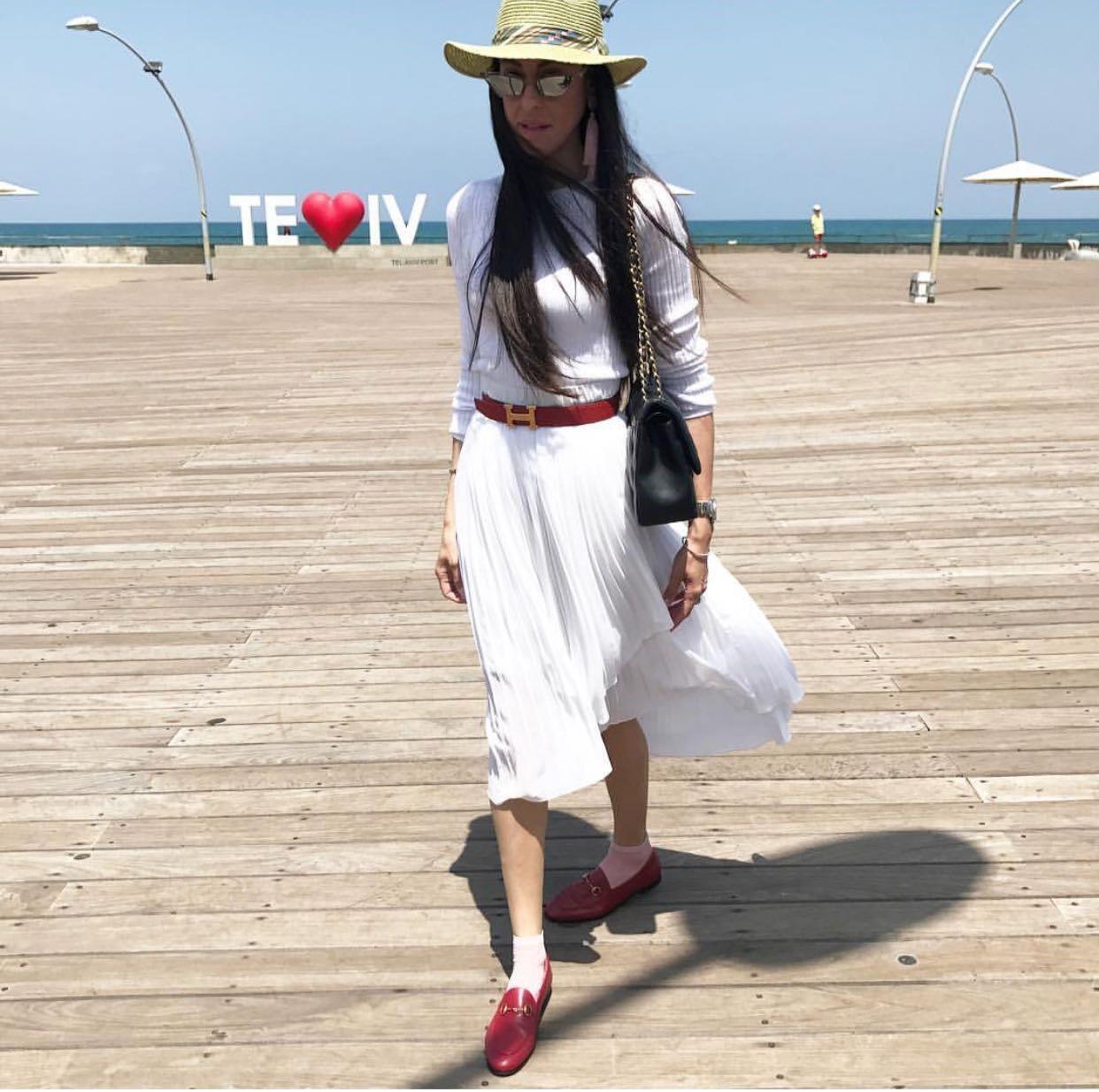 Miri Beilin, Israélienne ultra-orthodoxe, navigue entre les principes religieux stricts de sa foi pour donner des conseils de «mode modeste» sur Instagram.