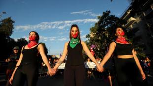 Manifestation contre les violences à l'égard des femmes le 22 novembre à Santiago du Chili.