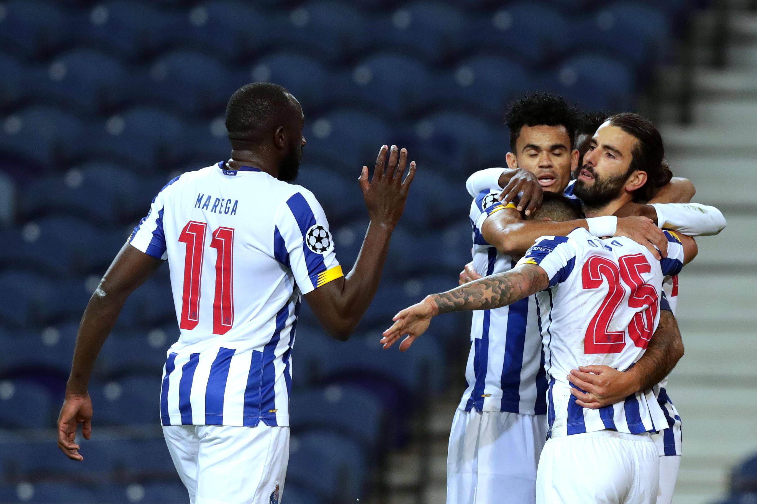 Os jogadores do FC Porto festejam o triunfo por 3-0 frente ao Marselha.