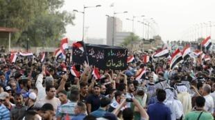 از چند هفته قبل، مردم عراق روزهای جمعه تظاهراتی را به پا میکنند.