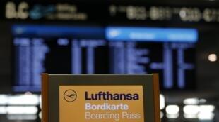 Passageiros encontraram guichês da Lufthansa fechados.