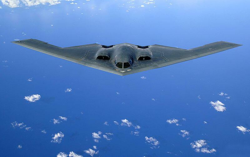 Máy bay ném bom chiến lược B-2 của Mỹ. Hoa Kỳ từng điều động loại oanh tạc cơ này tham gia một cuộc tập trận với Hàn Quốc năm 2013.
