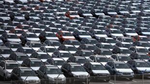Ảnh tư liệu: Bãi xe hơi chủ yếu của châu Âu và Nhật Bản chờ nhập cảng vào Richmond, California hôm 23/05/2018.