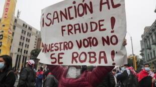 """Keiko Fujimori denuncia """"indícios de fraude"""" na eleição no Peru, mas a missão de observação da Organização dos Estados Americanos (OEA) não menciona irregularidades nas urnas."""