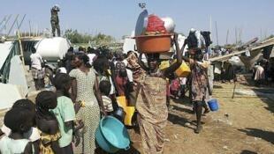 Wananchi wa Sudan Kusini ambao wanaendelea kukimbia makazi yao kutokana na mapigano yanayoendelea nchini humo