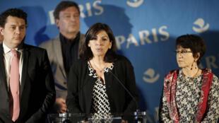 Anne Hidalgo, autarca de Paris, quando anunciou no dia 31 de Maio a criação de mais centros de acolhimento de migrantes.