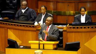 Jawabin sabon shugaban kasar Afrika ta kudun Cyril Ramaphosa na farko a gaban majalisar ya ja hankalin da dama daga cikin mambobin majalisar.