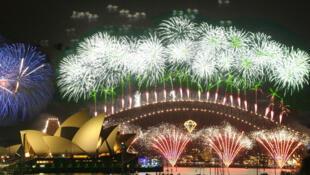 Pháo bông chào mừng năm mới tại Sydney.