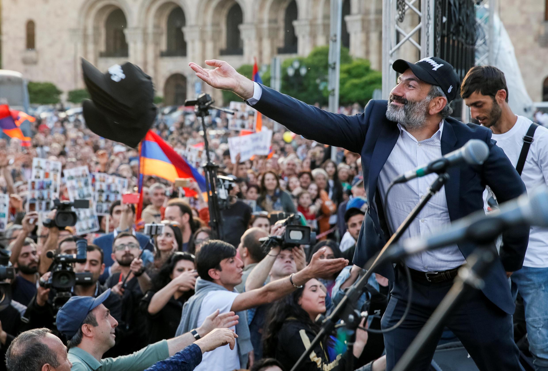 Лидер «бархатной революции» в Армении Никол Пашинян – единственный кандидат в премьеры. 30 апреля 2018 год.