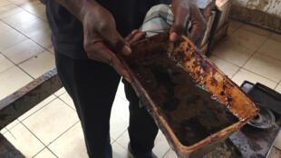 Baume de cajou, une huile extraite de la coque des noix de cajou.