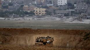 Un tank israélien patrouille le long de la frontière avec la bande de Gaza, le 20 juillet 2018.