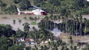 La tâche des secouristes pour retrouver les disparus est particulièrement ardue dans la vallée du fleuve Mundau qui traverse l'Alagoas.