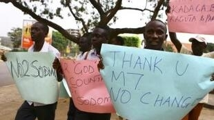 Partidarios de la ley que endurece la represión contra la homosexualidad, promulgada por el  presidente Yoweri Museveni, Kampala, 24 de febrero de  2014