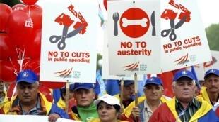 100.000 manifestantes en Bruselas y decenas de manifestaciones protestaron el miércoles contra los recortes del gasto.