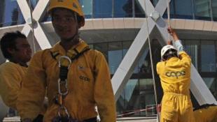 Des travailleurs népalais à Doha, au Qatar.