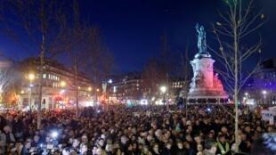 Dans la capitale, c'est sur la place de la République qu'affluait une large foule, ce mardi soir.