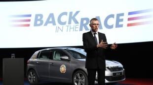 "Carlos Tavares presentó este 14 de abril el plan estratégico de Peugeot Citroën, ""Back  in the race"" (de vuelta en la carrera)."