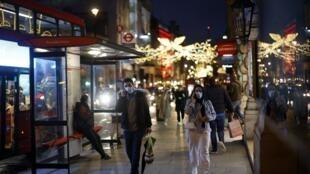 Les passants dans les rues de Londres