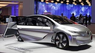 Концепт-кар Eolab автопроизводителя Renault на автосалоне в Париже 03/09/2014