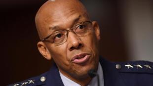 Tướng Charles Q. Brown Jr., tham mưu trưởng Không quân Hoa Kỳ, điều trần trước Ủy ban Quân vụ Thượng Viện Mỹ ngày 07/05/2020.