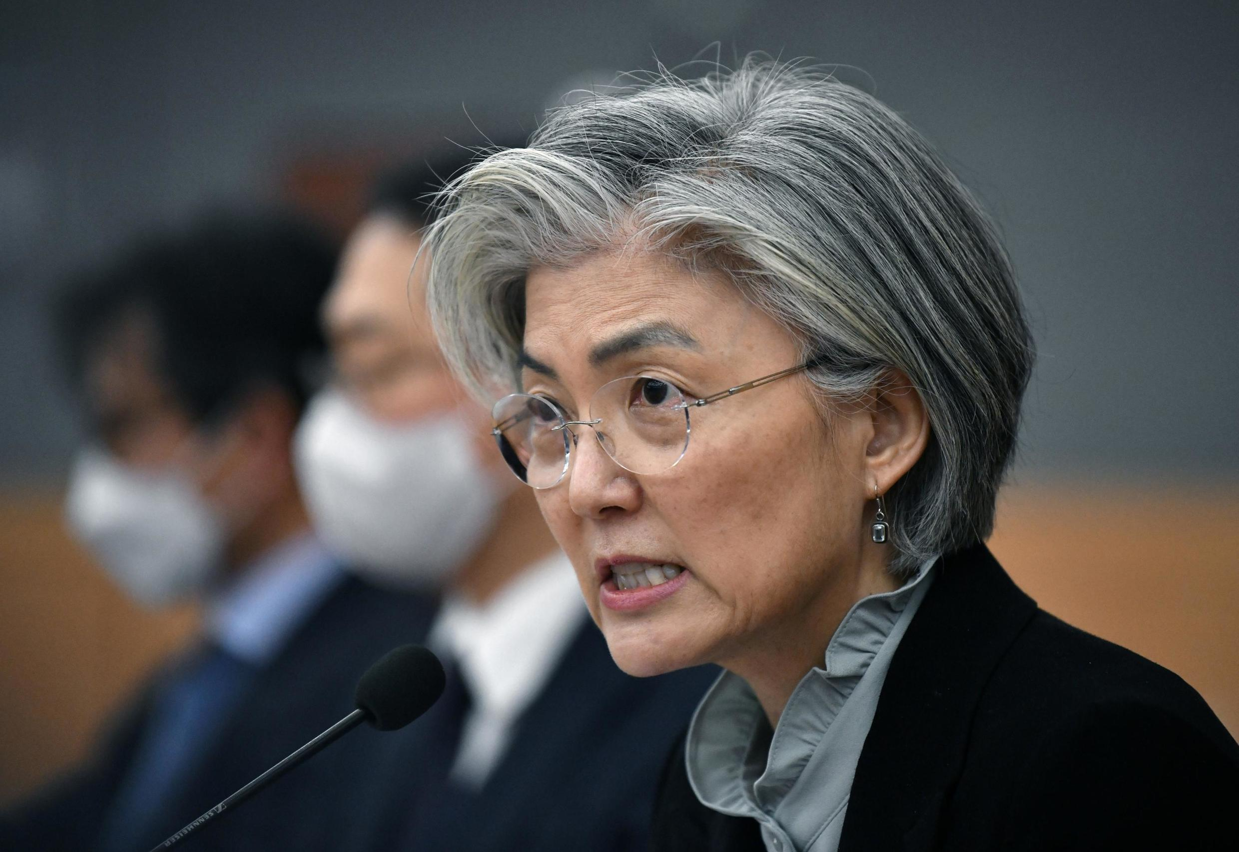 South Korea's foreign affairs minister Kang Kyung-wha speaking to foreign diplomats about the Cornavirus situation, Seoul, 6 March 2020.