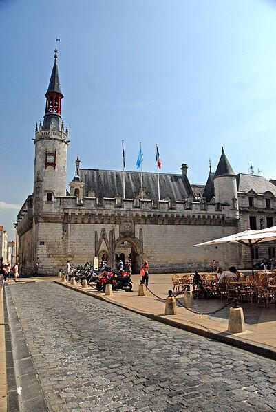 Objetos de arte da prefeitura de La Rochelle foram salvos.