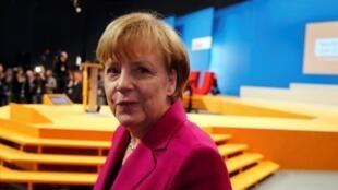 德国总理默克尔视察科隆基民盟党的会议厅 (12月8日)