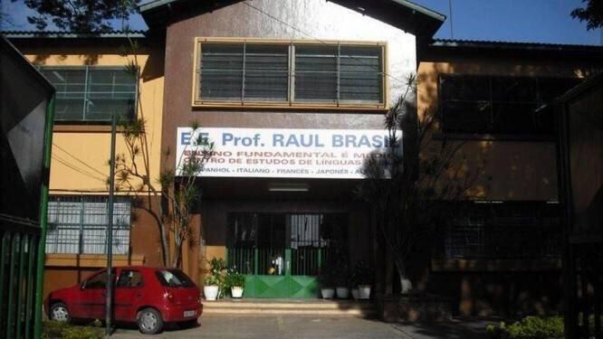 Fachada da escola em Suzano onde dois jovens abriram fogo contra alunos e funcionários do estabelecimento.