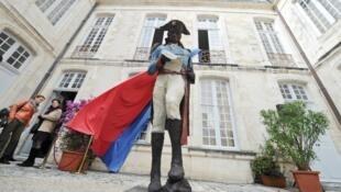 Памятник Туссен-Лувертюру в Ля Рошели установили 20 мая 2017 года.
