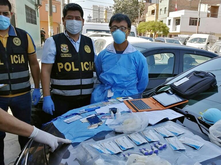 网传疑似中国人窃取检测套组违法帮人付费快筛被秘鲁警方逮捕。