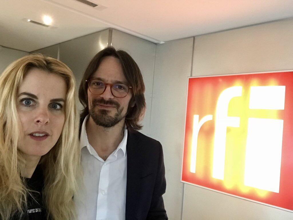 Pauline Escande-Gauquié et Bertrand Naivin dans les locaux de RFI, le 21 avril 2018.