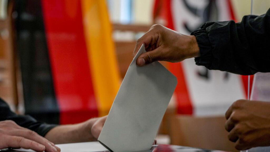 Législatives en Allemagne: l'ère Merkel se referme sur un scrutin particulièrement indécis