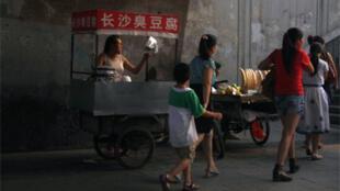 Petit stand de street food à Pékin.