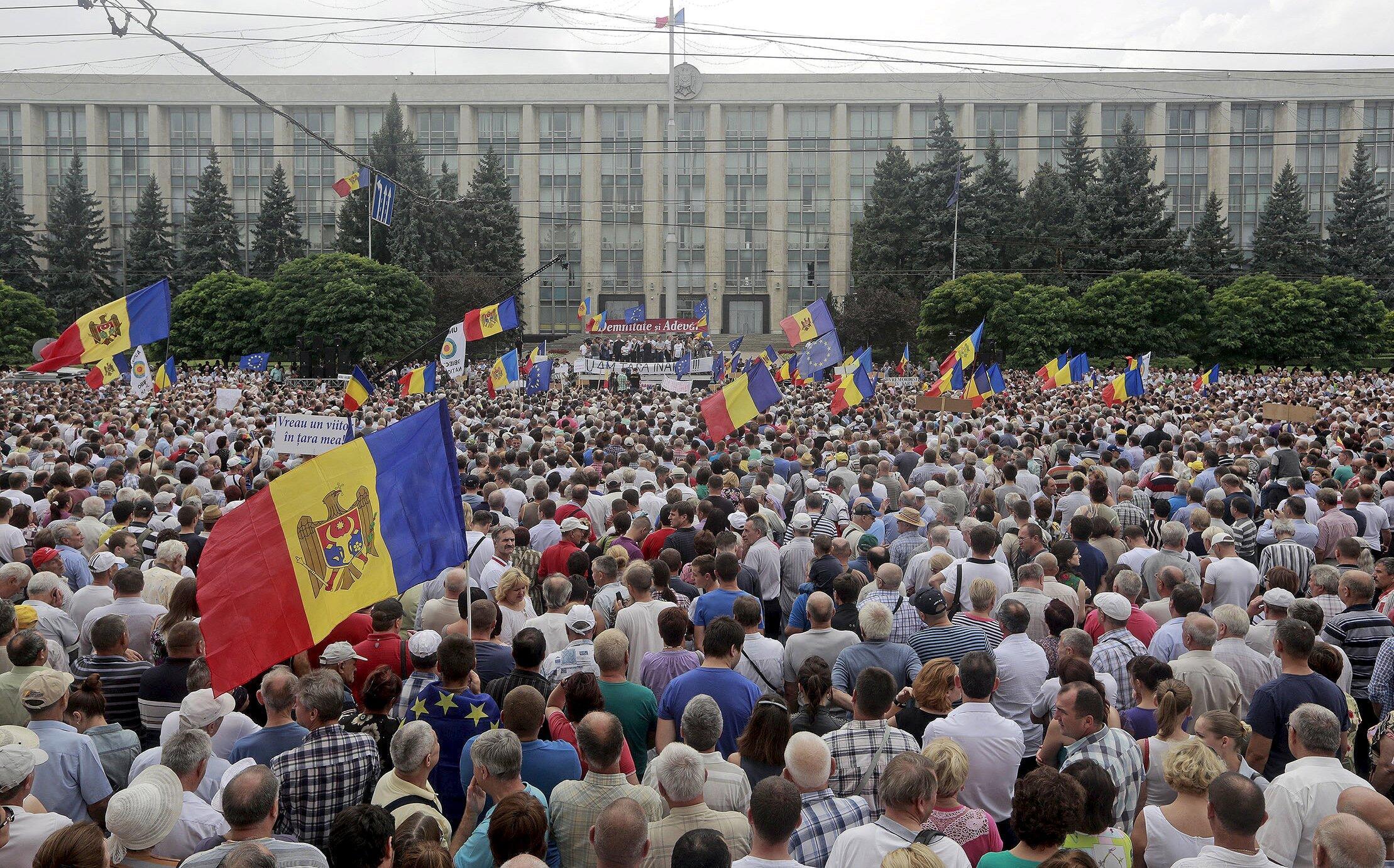 Антиправительственная манифестация в Кишиневе 6 сентября 2015.