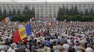 Manifestation contre le gouvernement dans le centre ville de Chisinau, la capitale de la Moldavie, le 6 septembre 2015.