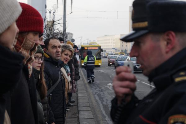 Милиция и люди в штатском вели себя показательно корректно, Минск, 7 декабря