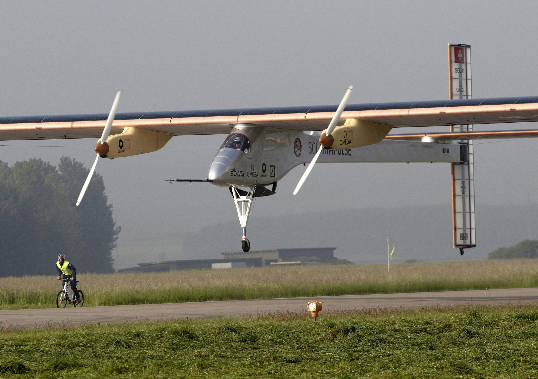 Máy bay sử dụng năng lượng mặt trởi Solar Impulse