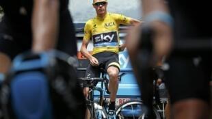 Christopher Froome avant le départ de la 15e étape du Tour de France, le 19 juillet 2015 à Mende.