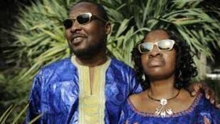 Mawakan kasar Mali Amadou da Mariama