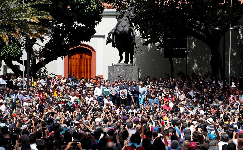 委內瑞拉反對黨領袖瓜伊多25日發表集會演說