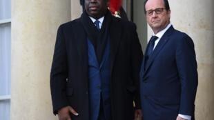 Le président Macky Sall aux côtés de François Hollande le 11 janvier dernier avant la marche républicaine, à Paris.