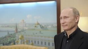 Vladimir Putin, primeiro-ministro cessante, volta ao Kremlin após a sua vitória a 4 de Março nas eleições presidenciais russas.